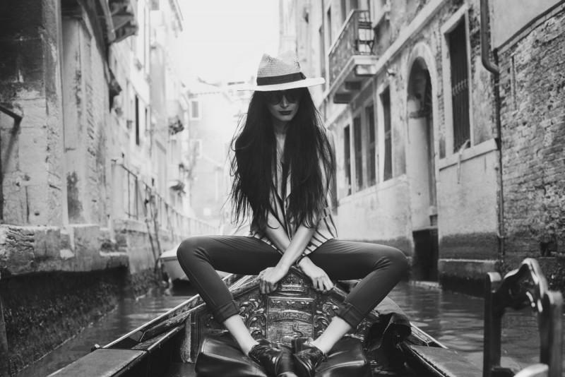 FrouFrouu – fotograficzno-modowy blog Nadii Sarwar